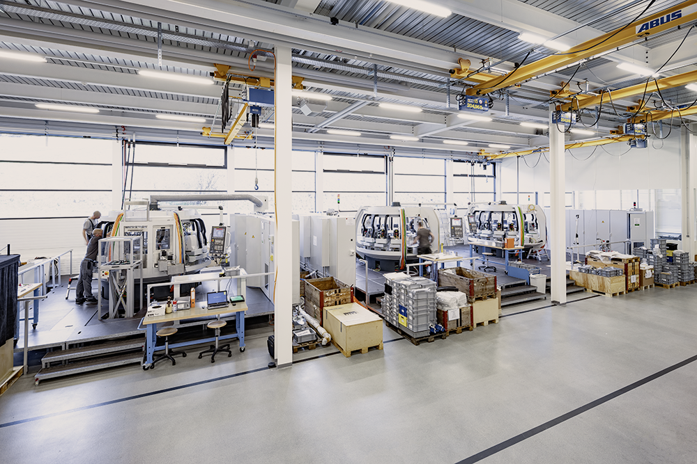 Transfer machines during the assembling process in our headquarters in Tramelan. ©ScanderbegSauer