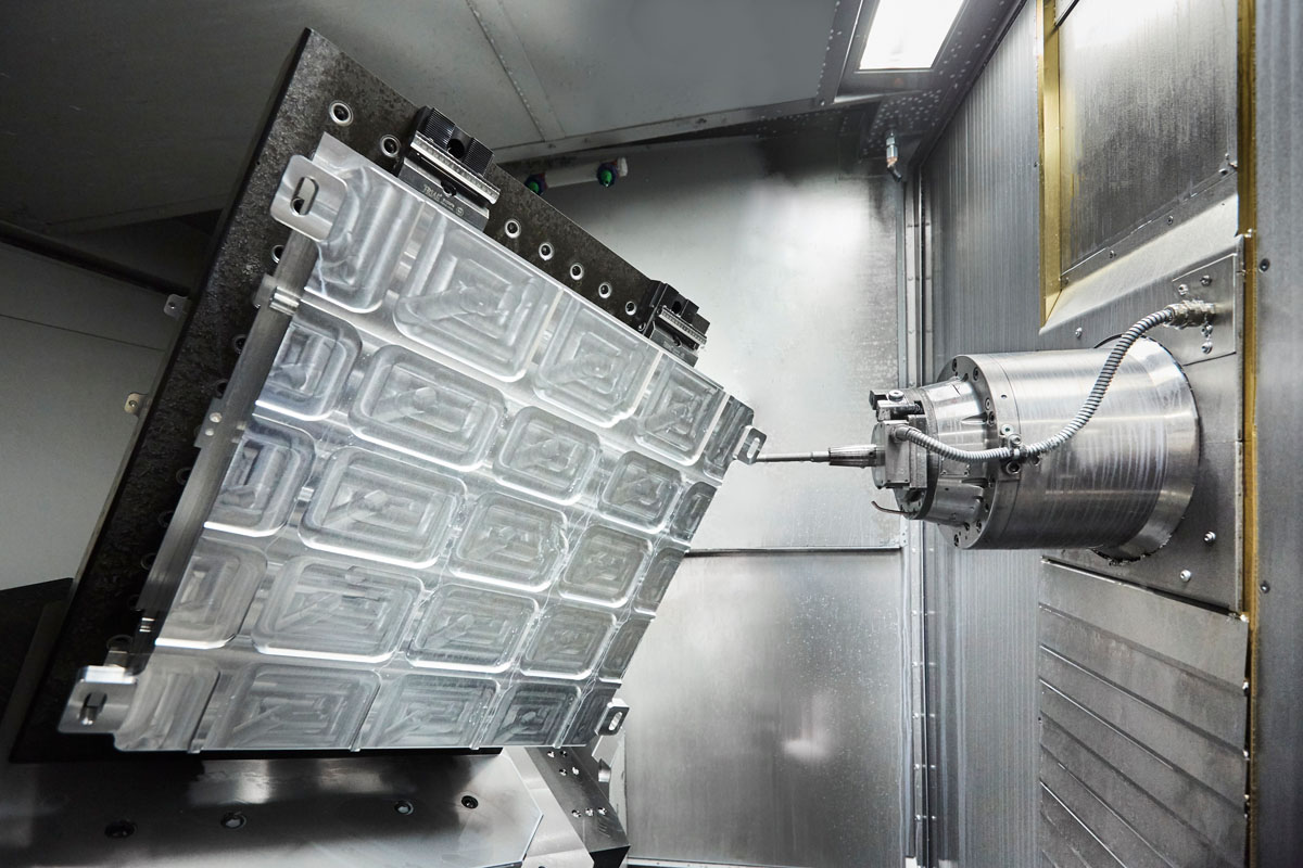 Heckert 800 X5 MT - Among many features, the machining centre impressed Zwicker with its axis configuration with the X- and Y-axis in the tool and the Z-axis in the rotary swivel table. A vacuum clamping table was required for thin-walled aluminium parts.