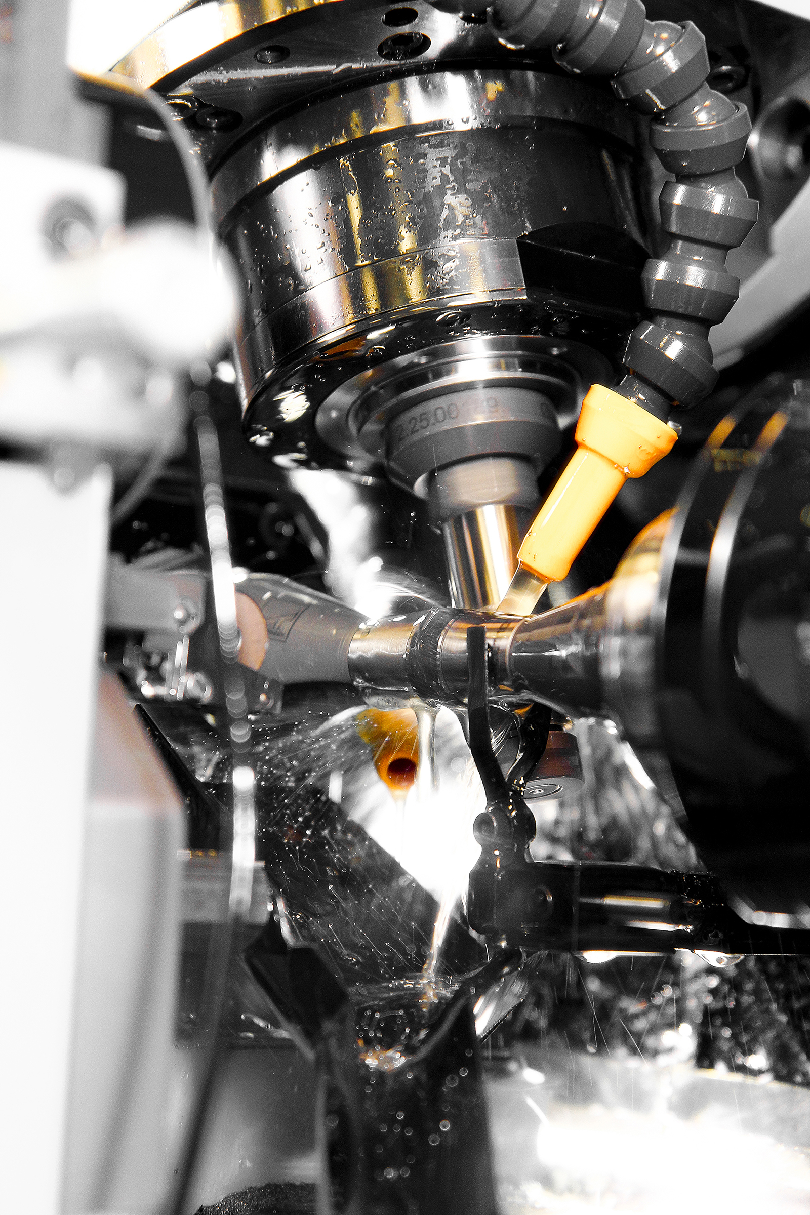 Gear cutting helicals gears with automatic loading system