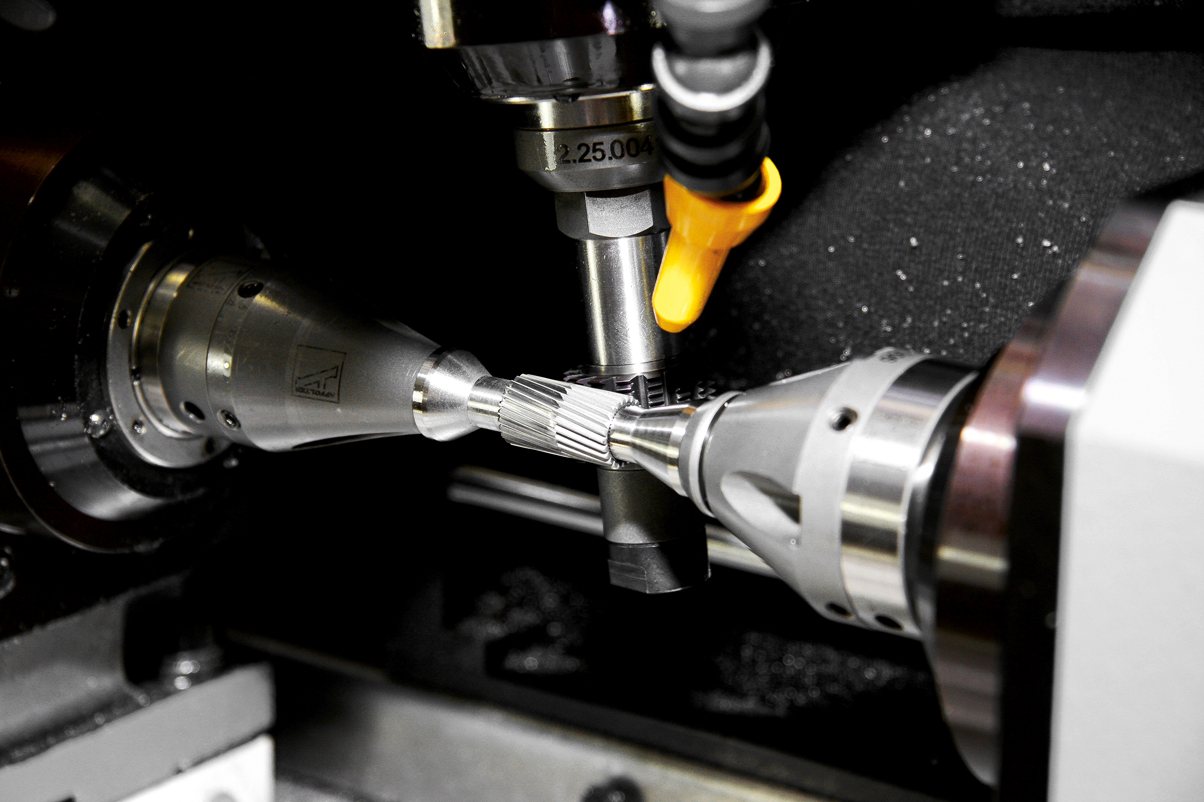 Gear cutting helical gears with skiving process